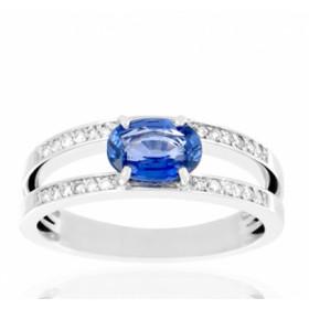 Bague en or 18 carats, diamant 0,12 carat et saphir ovale
