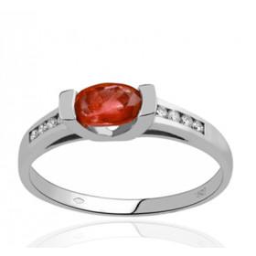 Bague en or 18 carats, diamant 0,08 carat et rubis ovale