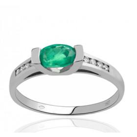Bague en or 18 carats, diamant 0,08 carat et émeraude ovale