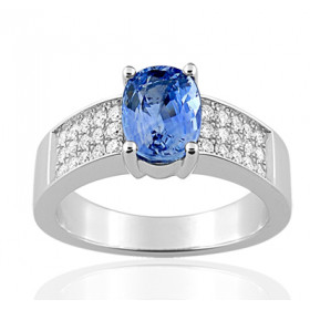 Bague or blanc 18 carats, saphir 1,50 carat et diamant 0,33 carat