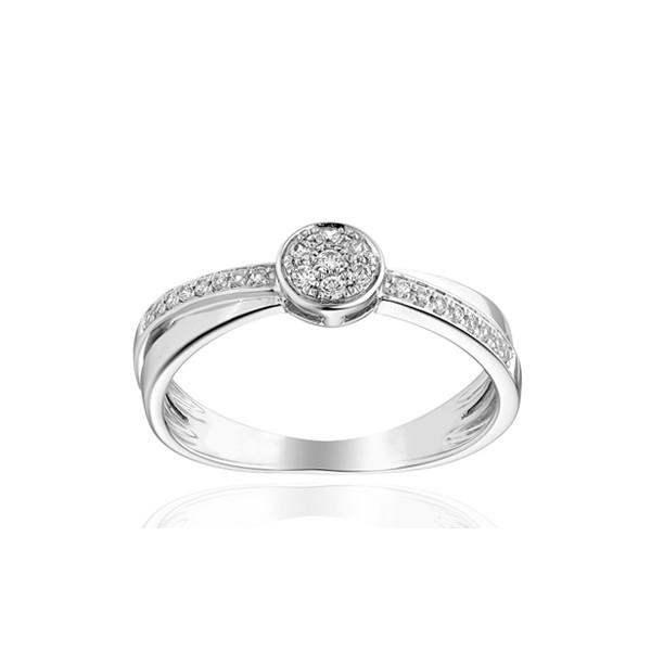 Bague or blanc 18 carats, rubis ovale  et diamant 0,15 carat