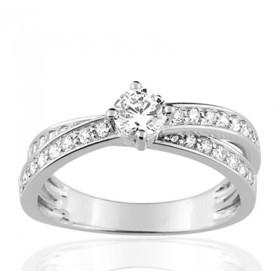 Bague or blanc 18 carats  et diamant 0,71 carat