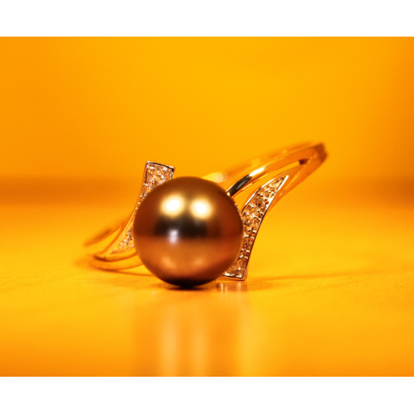 Bague or jaune 18 carats, diamant 0,03 carat et perle de Tahiti 8 mm