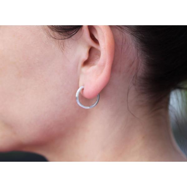 Boucles d'oreilles or blanc 18 carats et diamant 0,25 carat