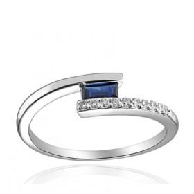 Bague or blanc 18 carats, diamant 0,075 carat et saphir 4,5 x 2,5 mm